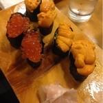 甲寿司 - 娘はウニが好きです私はイクラを。
