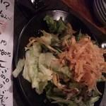 成城裏市場 萬福 - お通しのサラダ。(あの店と同じじゃ。。)