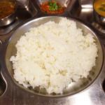 サンサール - ダルバートのバート(ご飯)普通の日本米です、インディカ米の香ばしさも良いですがダルバートの優しい味には日本米も良いと思います。