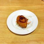 サンサール - アルコチョップ(ネパールのじゃがいもコロッケ的なもの)ジャガイモ自体を衣にして具を包んだような作り、ソースがかかっていますが出来たてのトロッとしたジャガイモの甘みと香ばしさと塩気だけで充分な味。