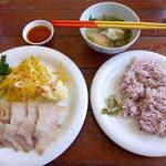 20071346 - 沖縄の伝統的保存食、スーチカ定食(¥900)もちきびと黒米の入ったごはん、パパイヤのサラダにゴーヤーの漬物にも注目