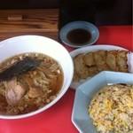 餃子荘 みくに - 料理写真:ラーメンと半チャーハンのセット(600円)安い!  餃子も300円と安い。