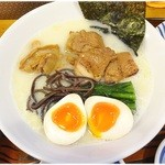SOUL麺 - 鶏白湯麺+玉子 \997 サラ~リとした食べやすい鶏白湯でした。