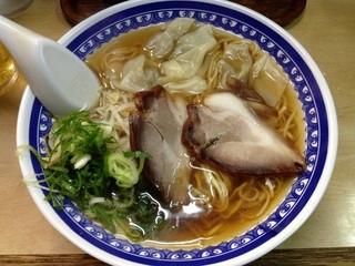 淡水軒 - ワンタン麺700円