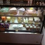 ピアッティ - チーズ、アンチョビ、惣菜のケース