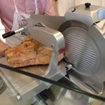 ピアッティ - イタリア製高級スライサー 鋭い刃が回転して極薄にハムをカット