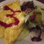 トマト&オニオン - 「スクランブルエッグセット」サラダとエッグのアップ