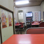 内田屋食堂 - 4人掛け4卓 6人掛け1卓