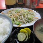 内田屋食堂 - 野菜炒め定食700円