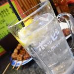 串焼ホルモンほうちゃん - 焼酎レモンハイボール450円