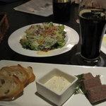 2009020 - 絶品牛肉のパテとシーザーサラダ