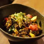 カッチャル バッチャル - 荒挽きポークと玉子のカレー