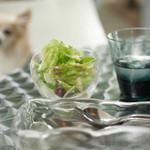 Sghr cafe Kujukuri - ランチセットのサラダ、カトラリー入れにはスガハラガラスさんのロゴが