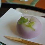 菓々茶寮 - 料理写真:お薄について来た季節の上生菓子『朝のつゆ』