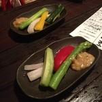 どまん中 - お通しがキンキン冷野菜!