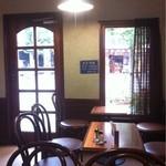 20107526 - 想像以上に綺麗な店内は女性の1人客も結構います。