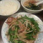 Toyosuramen - レバニラ炒め定食¥700。