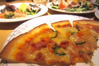 神戸ポートキッチン - ピザは軽やかクリスピー。