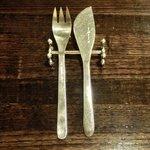 備屋珈琲店 - 卓上のフォークとナイフです