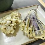 中井麺宿 - 揚げたての天婦羅。まいたけ天¥120・茄子天¥100.