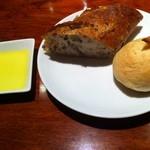 リストランテ リナッシェレ ドウジマ - 胡麻のバゲット、とうもろこし入りのパン