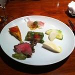 リストランテ リナッシェレ ドウジマ - 前菜6種盛り合わせは上品な盛り付け