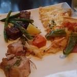 ヌーベルダイニング グリーン - ブッフェのお料理は,チキンソテー,ピザなど。