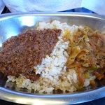 楽 - ひき肉カレー&野菜カレー(キャベツ)