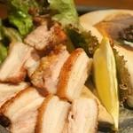 お寿司と焼鳥きっちん 祐星 - 三段バラ肉の岩塩焼き(700円)×3人前