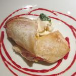 ラ スタジオーネ - 苺とリコッタチーズのパイ包み バニラジェラート添え