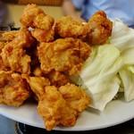 香楽 - キャベツも鶏唐揚げもテンコ盛り状態です