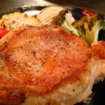 スノーキーバル - 十勝ブランドのポークステーキ!きめ細かく柔らか、ジューシーな肉質は噛めば噛むほど豚肉本来の旨味と風味を堪能できます!