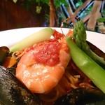 スノーキーバル - 魚介と十勝産アスパラガスのトマトパスタ!