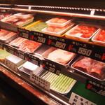 肉の丸小 - 精肉店の奥にトンカツ、焼肉屋があるのは珍しいですね!