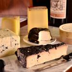 イル マンジャーレ - チーズは月替わりでご用意しています。