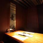 お菜屋 わだ家 - ほっこりと落ち着く明かりが印象的な大人な空間。人数に合わせた個室をご用意。