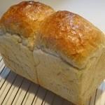 パン屋 ルーツ - 食パン