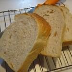 パン屋 ルーツ - 食パンをスライスしてみた
