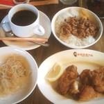 20135238 - 肉セット(小)650円・魯肉飯、台湾唐揚げ、春雨、コーヒー