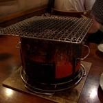 20138961 - 自慢のホルモン焼きは七輪で炭火焼