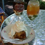 カフェ ラフィーネ - ドリンクとバナナケーキ。