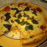 トラットリア カロ - ピザのチーズが良質です。