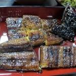 うなぎの内村屋 - 並と言っても定食には鰻が丸ごと一匹、とっても甘い鰻の蒲焼独特のタレがたっぷりかかった美味しい鰻の蒲焼です。
