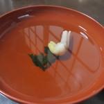 うなぎの内村屋 - ご飯を半分くらい食べたら鰻の肝のお吸い物で一休み、その後に残った美味しい鰻を再びいただきました。