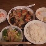 中国料理 一品香 - 豚肉椎茸炒め煮定食¥500
