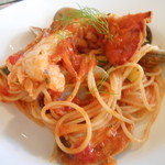 アン ファミーユ - オマールエビとアサリ貝ズッキーニのトマトソースハーフスパゲティー
