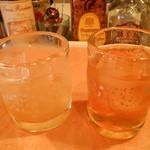横鍋JAPAN - (左)とろとろの梅酒 (右)すっぱい梅酒