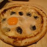 20147296 - 1日限定5食のトリュフとポルチーニのビスマルクピザ