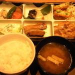 Yayoiken - 彩(いろどり)定食です。