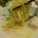 串特急 - 鶏塩ラーメンの麺 (2013/7)